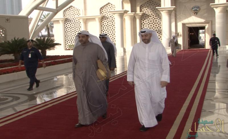 """بعد 24 ساعة من زيارته للرياض.. مبعوث أمير الكويت يسلم رسالة لـ""""تميم"""""""