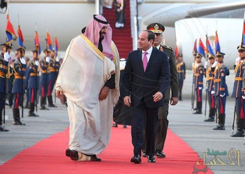 """لهذه الأسباب كسر """"السيسي"""" البروتوكول مستقبِلاً ولي العهد بمطار القاهرة"""