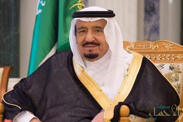 بالصور.. خادم الحرمين برفقة أبناء وأطفال أقاربه في مأدبة غداء بمنزل شقيقته