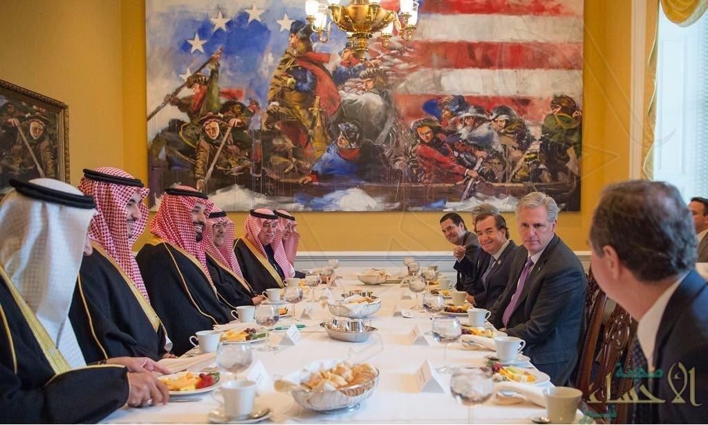 بالصور… ولي العهد يجتمع بمبعوث الولايات المتحدة للشرق الأوسط