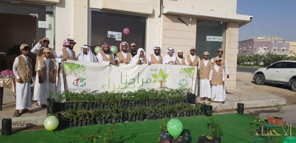 """بالصور… فريق المراح التطوعي يوزع أكثر من ٢٠٠٠ شتلة ضمن مبادرة """"مراحنا خضراء"""""""