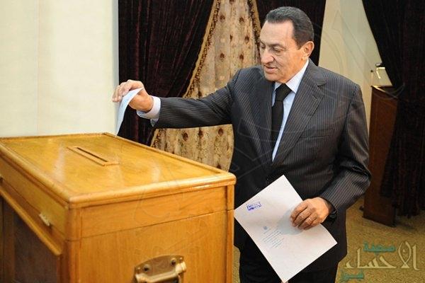 حسني مبارك يختار مع المصريين رئيسهم المقبل