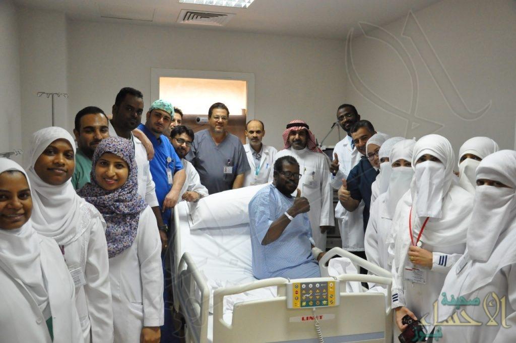 """مُصاب بـ """"كورونا"""" يتماثل للشفاء بـ""""مستشفى الملك فهد"""" بالهفوف"""