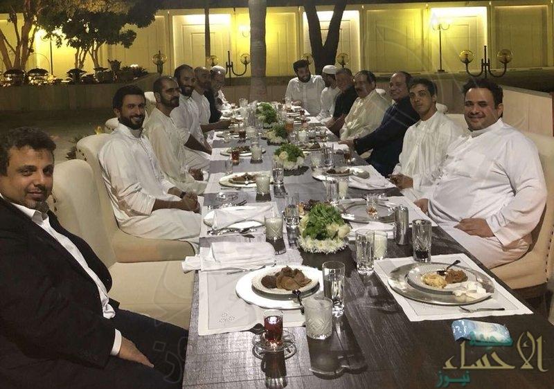 بلا رسميات… ولي العهد يستضيف رؤساء الدول العربية على مأدبة عشاء