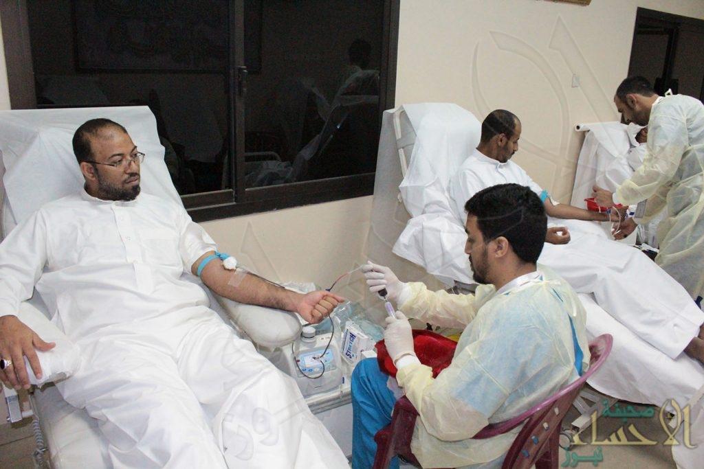 """120 مشارك في حملة لـ""""التبرع بالدم"""" ببلدة """"البطالية"""" بالأحساء"""