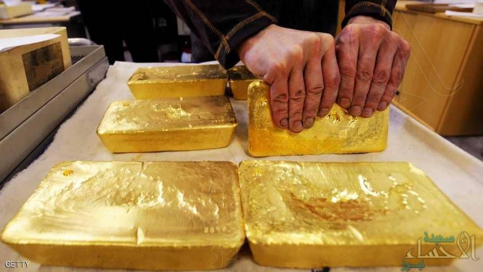 الذهب ينزل مع صعود الدولار