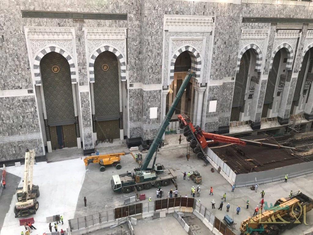 بالصور.. إمارة مكة: سقوط ذراع رافعة بساحات الحرم