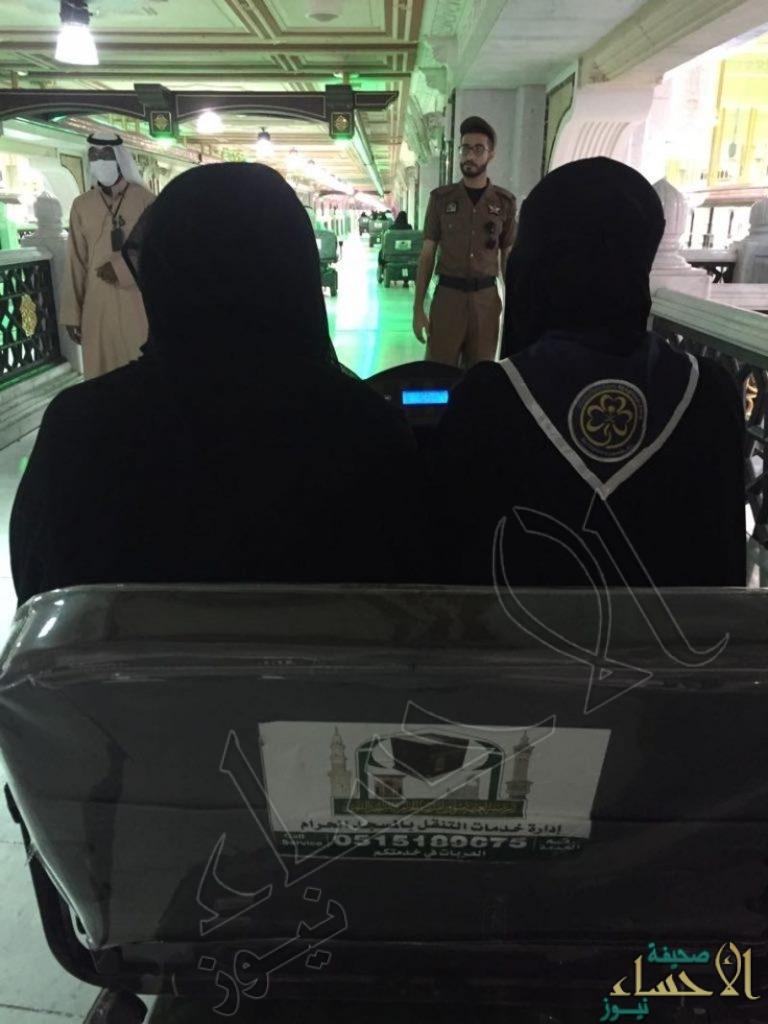 بالصور .. عربات نقل كهربائية في المسجد الحرام تقودها نساء لأول مرة