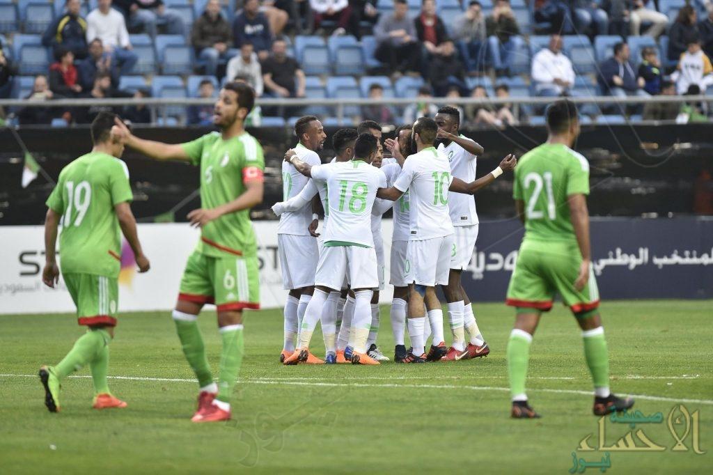 """بالفيديو والصور .. المنتخب السعودي يتغلب على الجزائر بهدفي """"الفرج والشهري"""""""