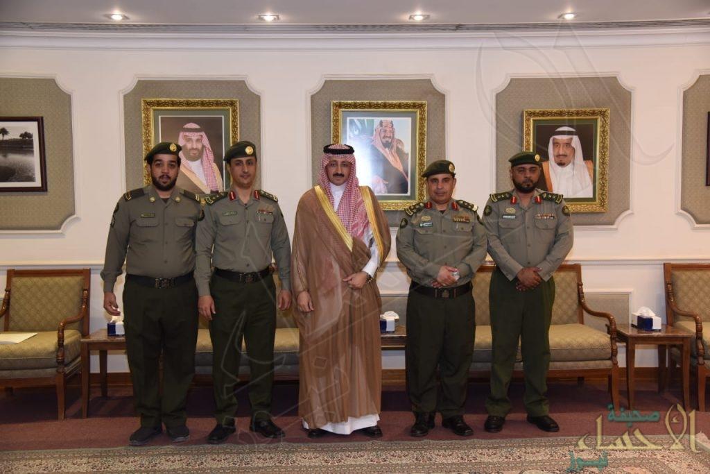 """بالصور.. الأمير """"بدر بن جلوي"""" يستقبل مدير """"جوازات الأحساء"""" الجديد"""