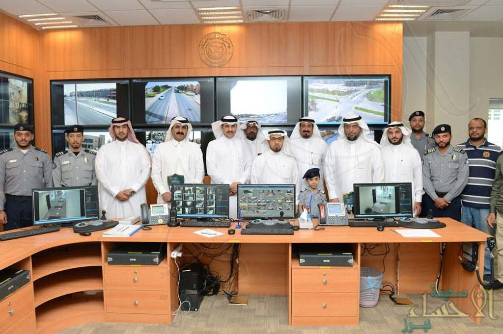 """بالصور.. تدشين """"غرفة عمليات"""" تراقب جامعة الملك فيصل بـ 850 كاميرا ثابتة ومتحركة"""