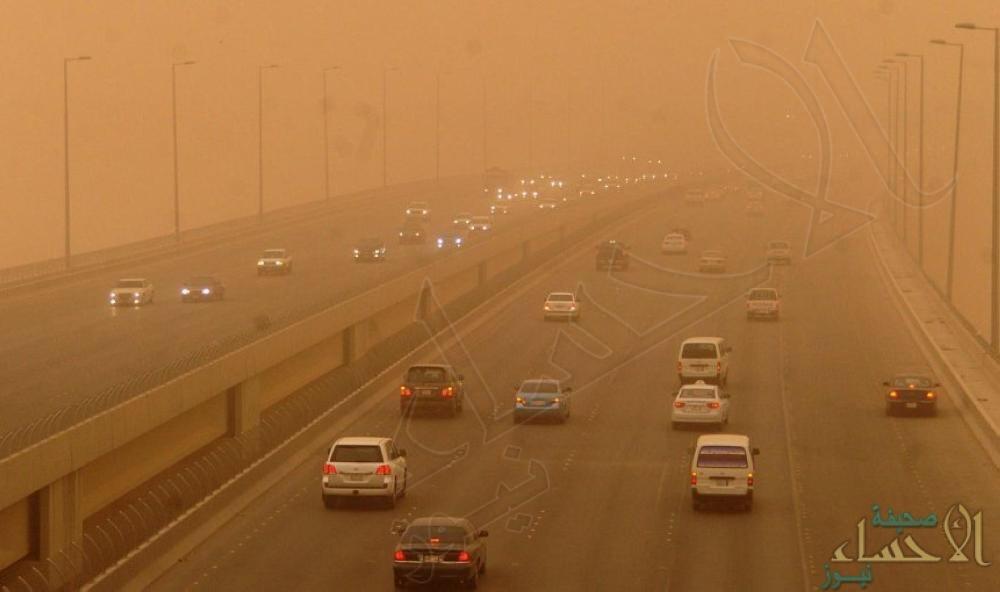 """""""أمن الطرق"""" يحذّر: غبار كثيف يعيق الرؤية على الطرق في الشرقية والرياض"""