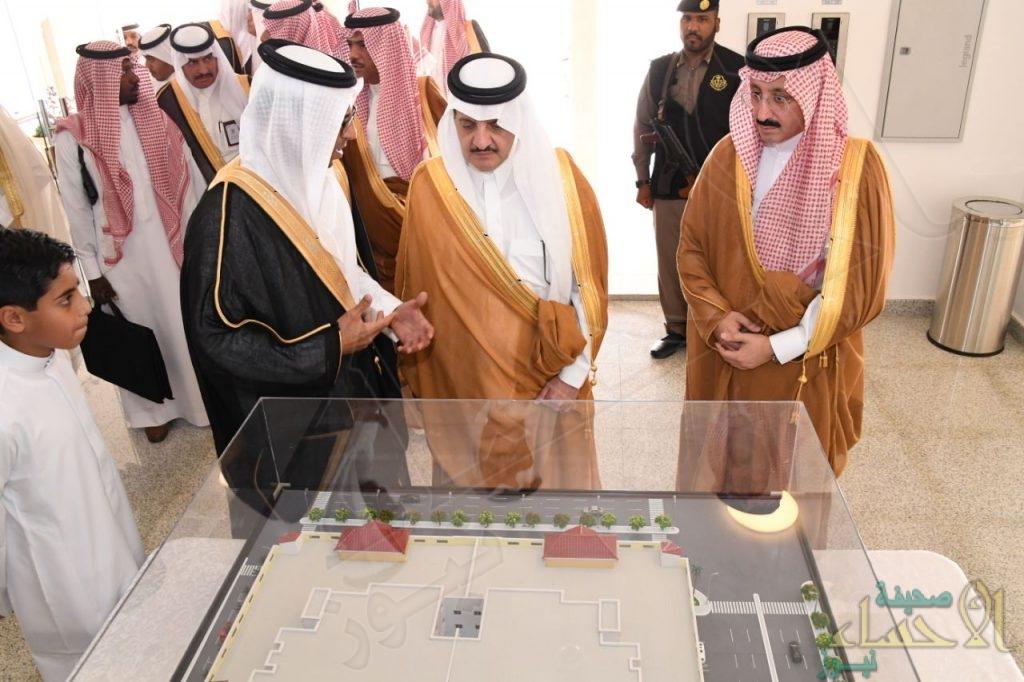 """بالصور.. أمير """"المنطقة الشرقية"""" يُسلم وحدات مشروع """"ملاذي"""" للإسكان الخيري بالأحساء"""