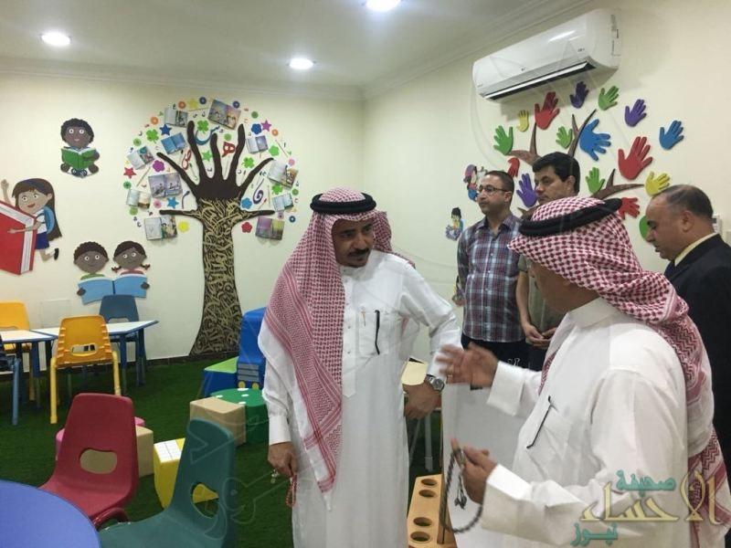 """الدكتور الشهري: يقف على آخر استعدادات اللجنة الفنية لتدشين ركن """"الأديب الصغير"""""""