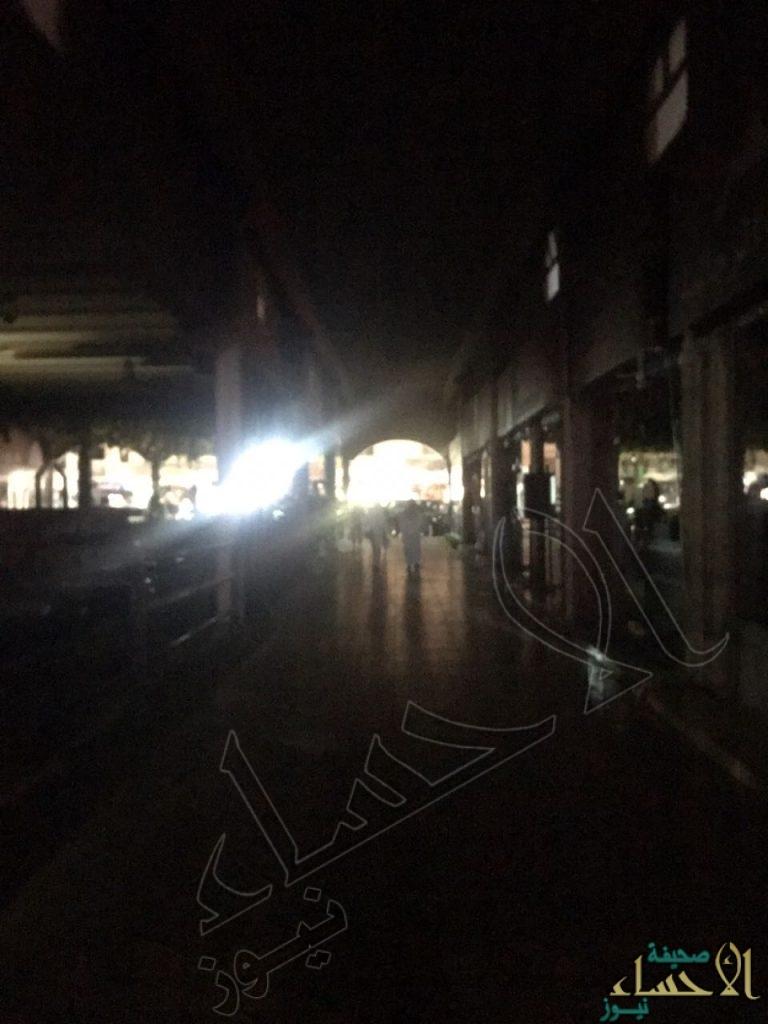 """بالصور.. انقطاع الكهرباء يتسبب في خسائر بالجملة لأكثر من 700 محل تجاري بـ""""أسواق القرية"""" !!"""