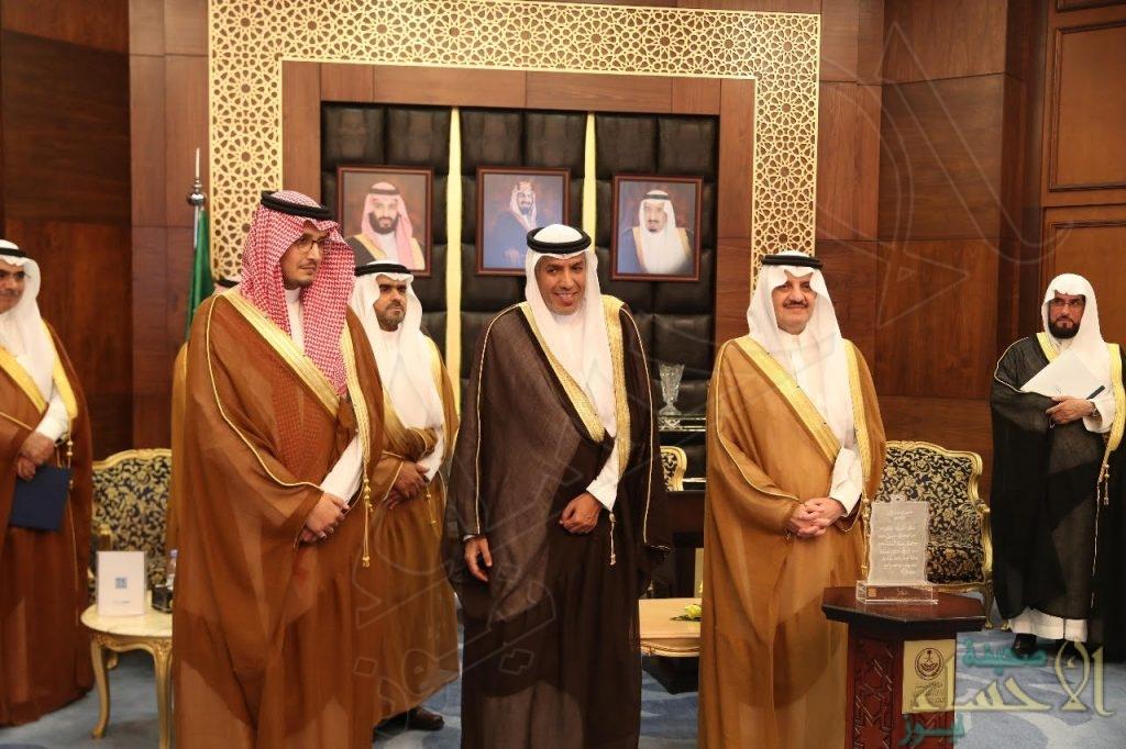 """الأمير """"سعود بن نايف"""" يوقع اتفاقية لتحويل مستفيدي """"بر الشرقية"""" من الرعوية إلى التنموية"""