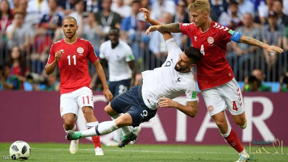 """بعد """"أسوأ مباراة"""".. الدنمارك ترافق فرنسا إلى دور الـ16"""