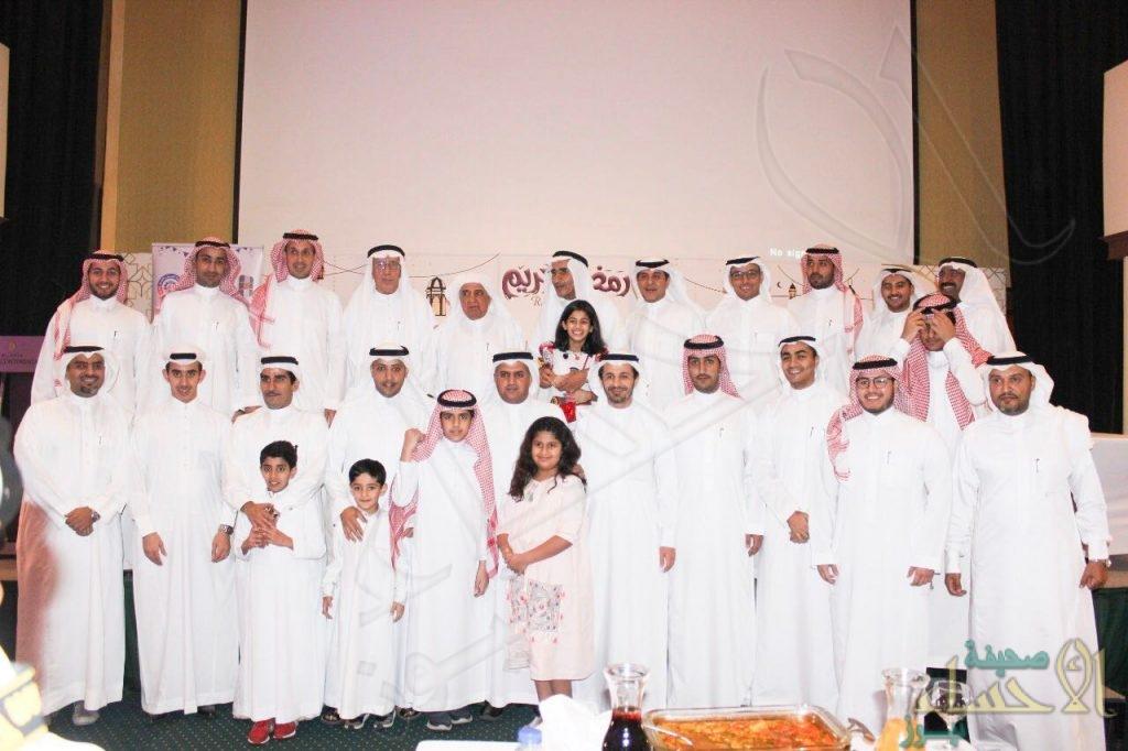 """بالصور مجموعة """"الحسين والعفالق"""" تقيم حفل إفطارها السنوي وتكرم عددًا من الموظفين"""