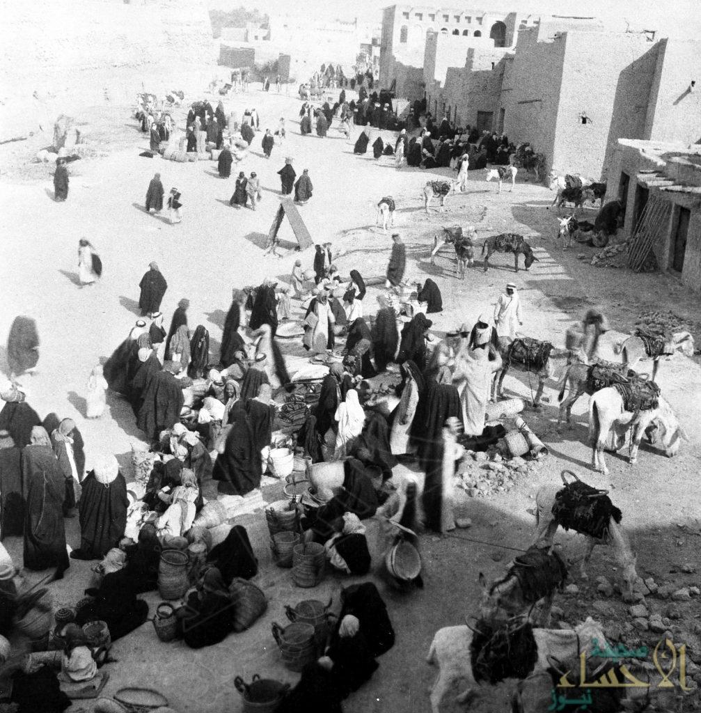 """في الأحساء.. تعرّف بالصور على سرّ """"سوق سعودية"""" صمدت أكثر من 200 عام !!"""