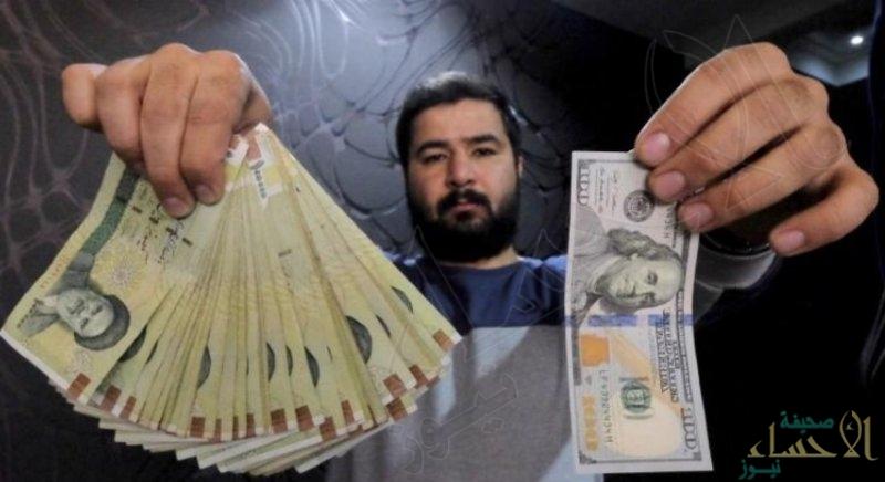 الريال الإيراني يهوي لمستوى قياسي بالسوق السوداء مع قرب العقوبات الأمريكية