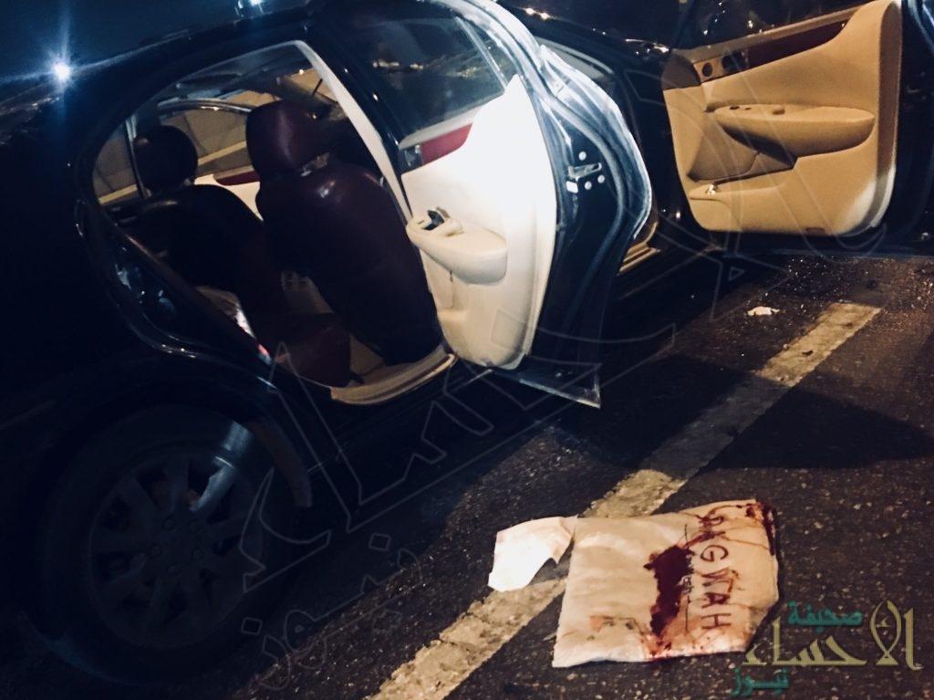 """بالصور…بين """"أثار دماء"""" و""""إصابة خطرة"""" حادث مروع لـ""""تويوتا"""" و""""سيارة البلدية"""""""