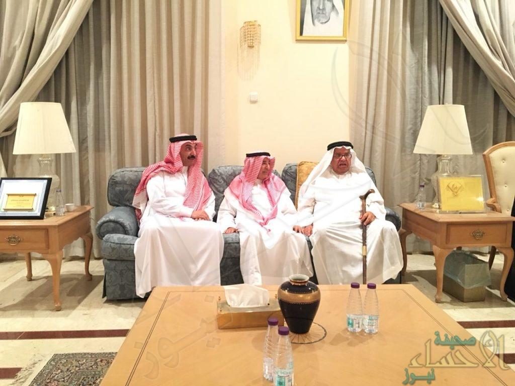 """بالصور… الأمير """"عبدالعزيز بن محمد"""" يُعزي في وفاة الفقيدة """"نوره العيسى"""""""