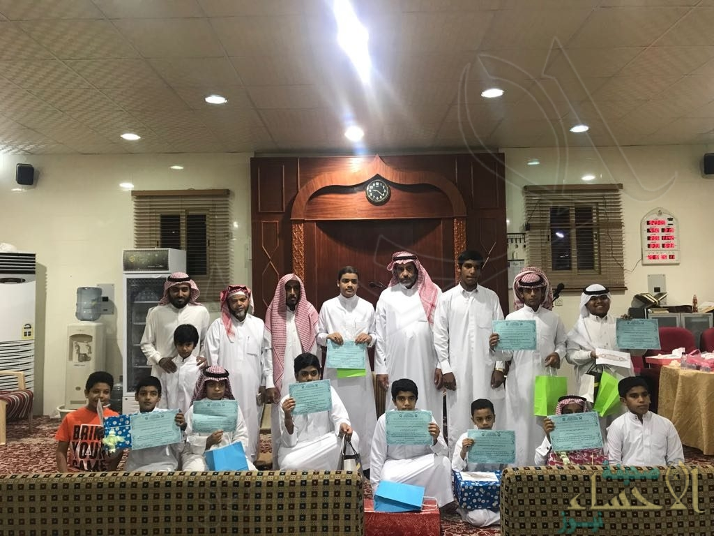 """بالصور.. تكريم 13 شاب من حفظة القرآن بمسابقة رمضانية ببلدة """"الشقيق"""""""
