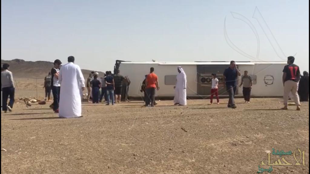بالصور.. وفاتين و30 مصاب في حادث حافلة للمعتمرين طريق المدينة المنورة