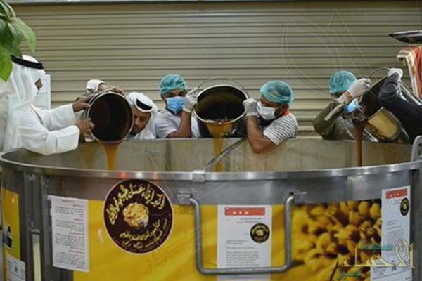 سعودي يقترب من دخول موسوعة جينيس بأكبر إناء للعسل في العالم
