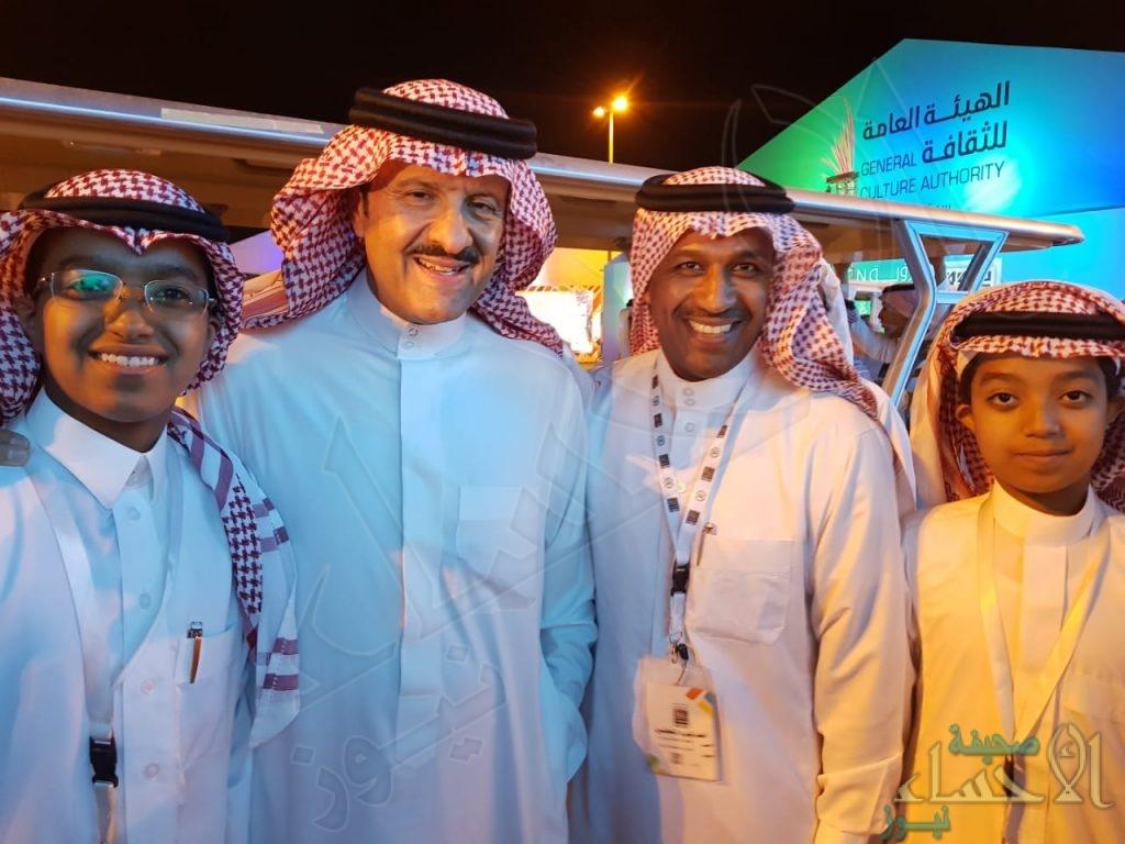 """بالصور .. """"سلطان بن سلمان"""" يبدي إعجابه بـ""""متحف القهوة"""""""