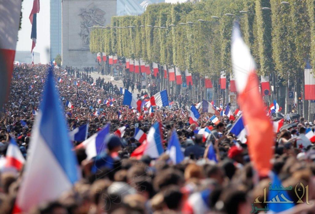 بالصور.. أبطال العالم يصلون إلى باريس وهكذا كان استقبالهم !!