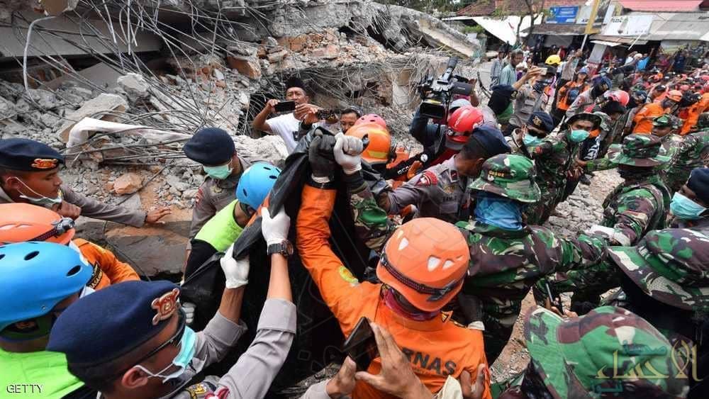 زلزال إندونيسيا يشرد 70 ألف إنسان