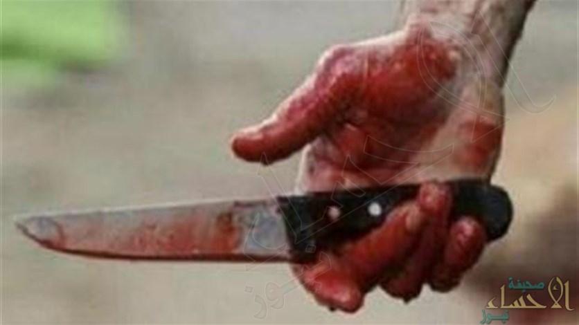 """في جريمة بشعة .. طعن والده بـ""""سكين"""" حتى الموت !"""
