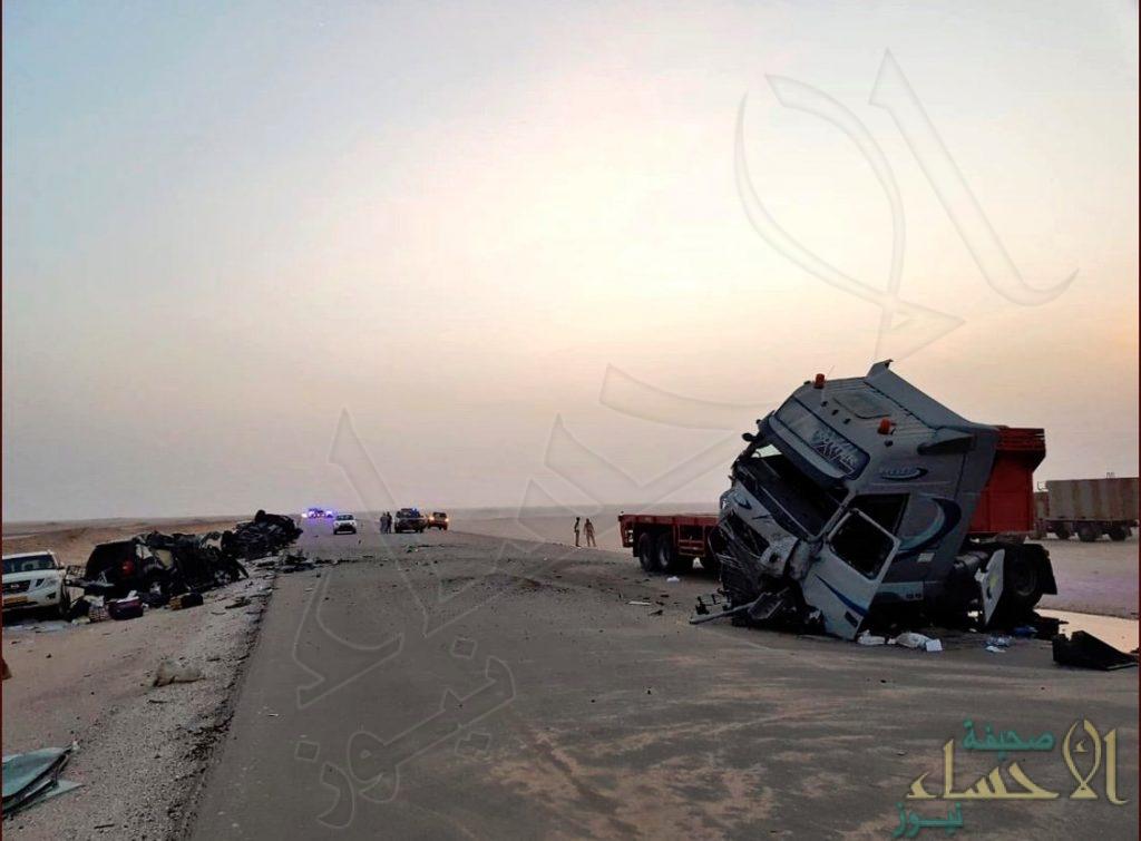 """شاهد: حادث عُمان.. """"طريق موت"""" لا يعرفه الخليجيون أوقع أسرة أحسائية في شباكه !!"""