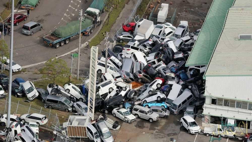 """""""الابتلاع"""" المرعب يقتل ويحتجز آلاف السياح في اليابان"""