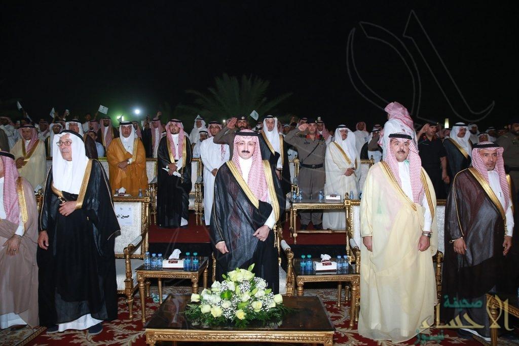 """شاهد.. الأحساء تتغنى بحب الوطن برعاية """"الأمير بدر بن جلوي"""" وحضور تخطى 55 ألف مشارك"""