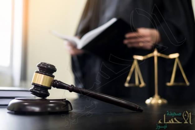 """اتجاه لإلزام المحامين بارتداء """"معطف المحاماة"""" أثناء الترافع أمام الجهات القضائية"""