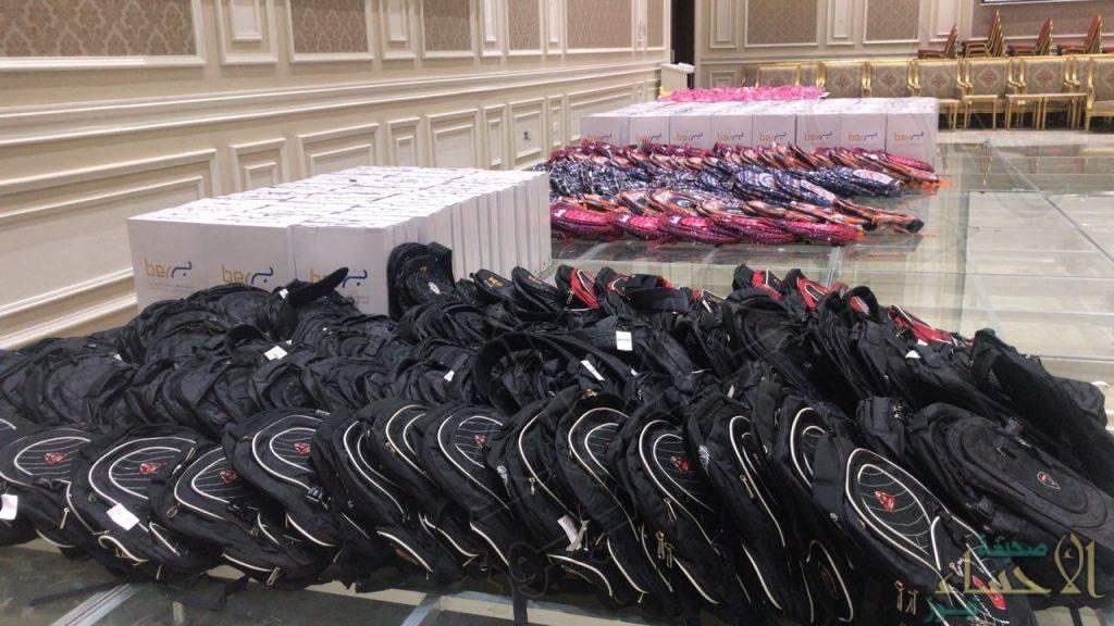 """""""خيرية العيون"""" توزع أكثر 650 حقيبة مدرسية على أبناء المستفيدين"""