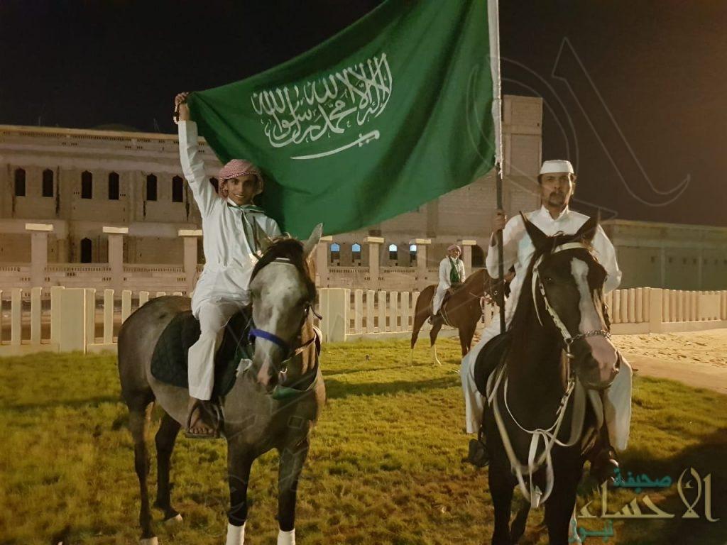 """عبر مسيرة بالخيول … أهالي """"المراح"""" يحتفلون باليوم الوطني الـ 88"""
