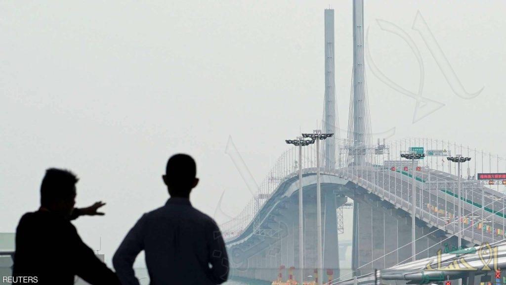 شاهد بالصور .. الصين تفتتح أطول جسر مائي في العالم