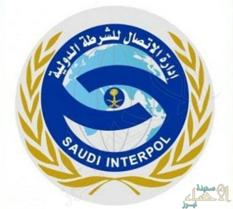 الإنتربول السعودي يسترد مطلوبًا بقضايا احتيالية في شيكات بدون رصيد