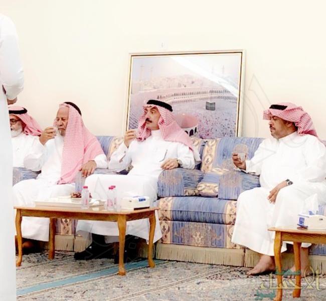 """الأمير """"عبدالعزيز بن محمد"""" يقدم واجب العزاء في وفاة """"الحقباني"""""""
