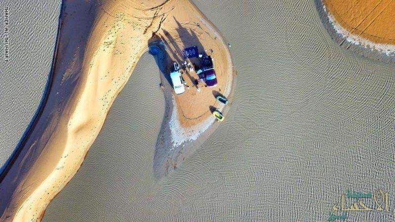 """""""CNN"""" بالصور.. سعودي يوثّق لقطات قوارب تسبح وسط صحراء المملكة"""