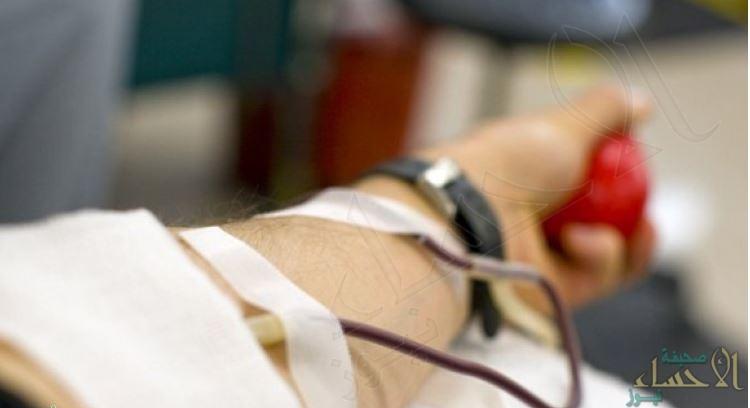 منح 18 مواطناً ومقيم واحد ميدالية الاستحقاق من الدرجة الثانية لتبرعهم بالدم 50 مرات