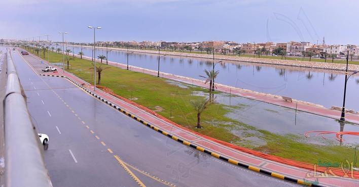 أمطار غزيرة على المنطقة الشرقية .. والدفاع المدني يحذر  المواطنين والمقيمين