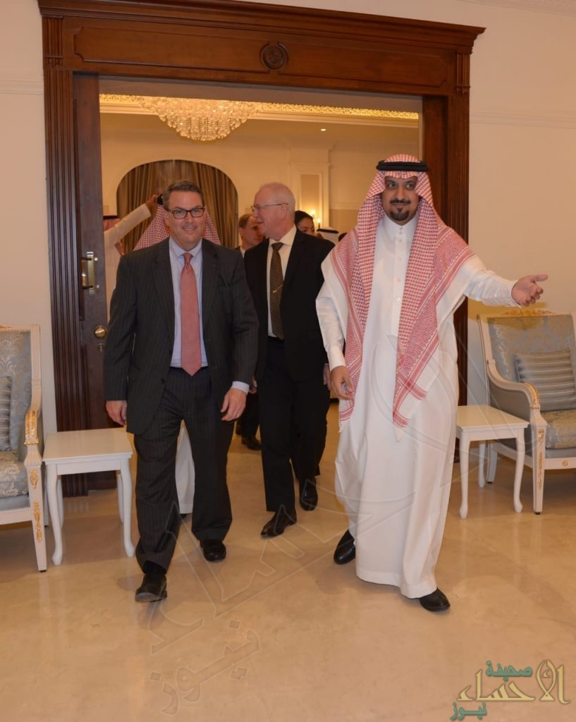 """بالصور.. """"الماجد"""" يحتفي بوفد """"السفارة الأمريكية"""" في الأحساء"""
