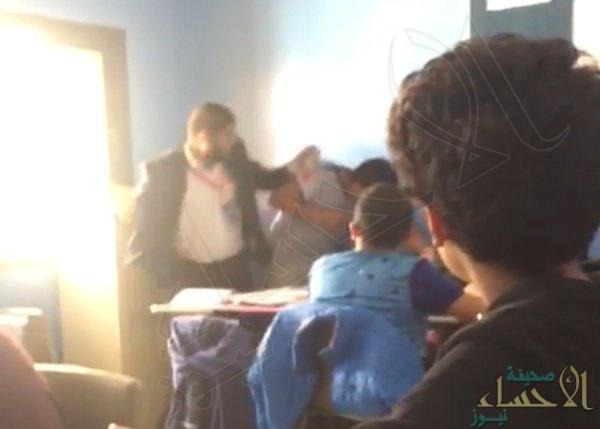 """فصل معلم فيديو الاعتداء على """"طالب أبها"""".. والتحقيق مع المصور"""