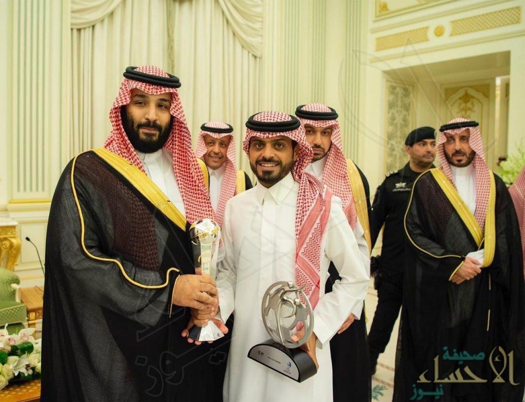 بالصور… ولي العهد يستقبل لاعبي المنتخب السعودي للشباب