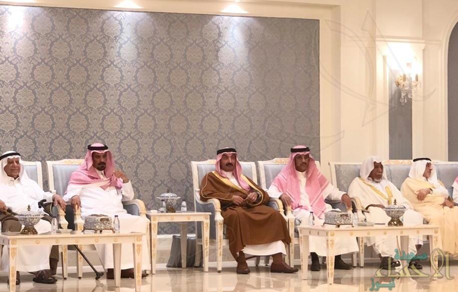 """الأمير """"عبدالعزيز بن جلوي"""" يقدم واجب العزاء لأسرة """"الماجد"""""""