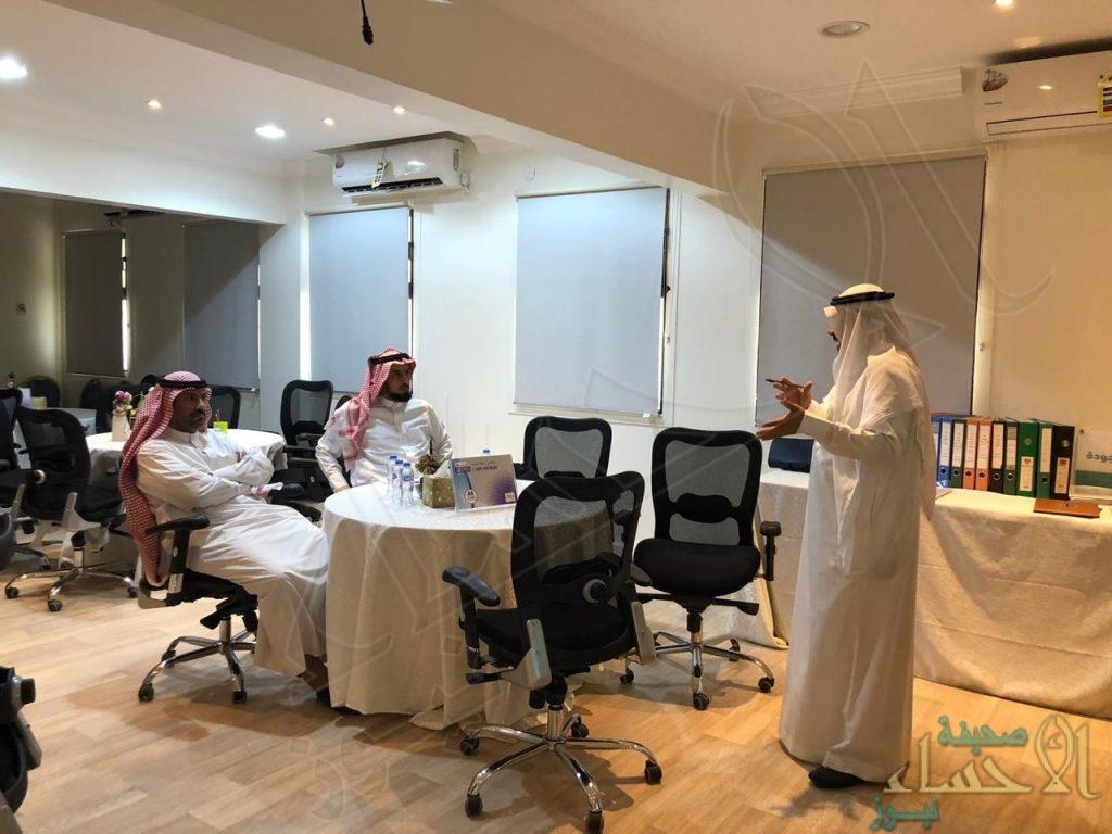 """فريق تحكيم """"الأداء المدرسي"""" في زيارة لابتدائية """"الحسن بن علي"""""""